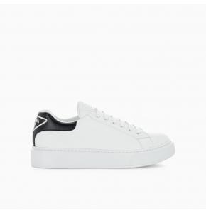 Macro leather sneaker