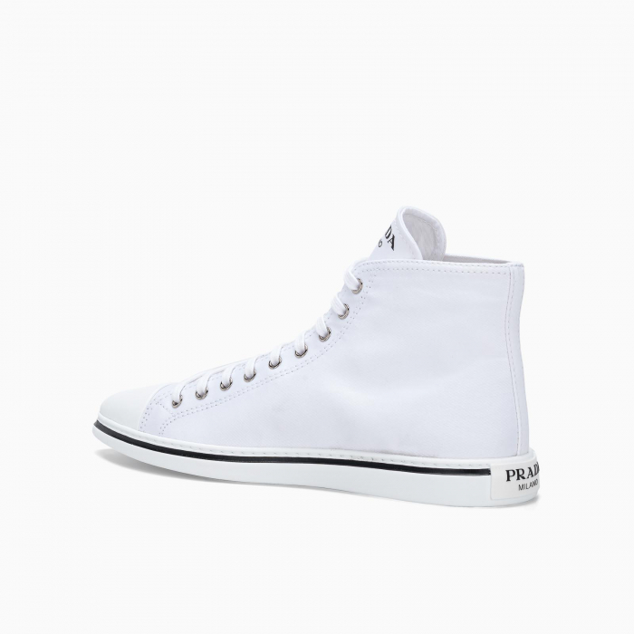 Pointed-toe high-top sneakers